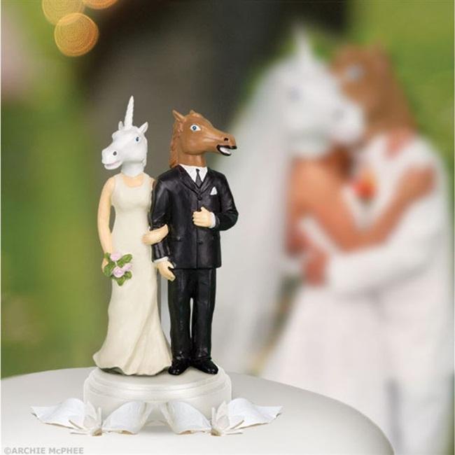 Nếu là cặp đôi ưa thích những câu chuyện phiêu lưu viễn tưởng, hóa thân, chiếc bánh cưới này sẽ là lựa chọn tốt nhất cho bạn.
