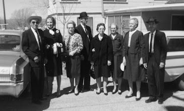 Photo: Siblings of Barrett Franks: Homer, wf, Buelah, Nath,  prob Pearl, Opal, Walter, wf