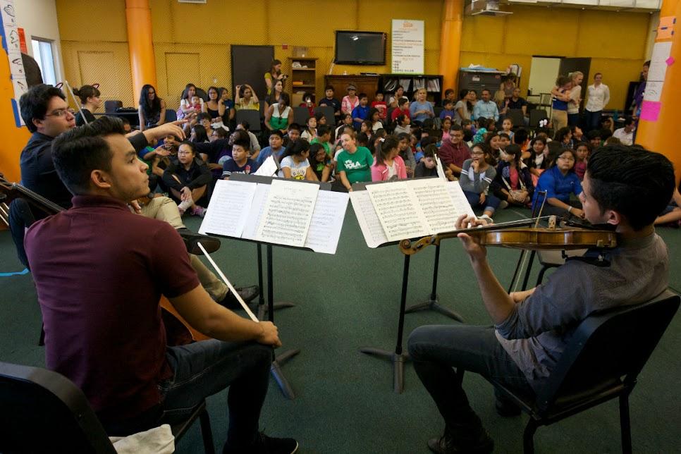 El Cuarteto Francisco de Miranda, inició la muestra en uno de los salones de YOLA at HOLA contando con la asistencia de niños, familiares y profesores que forman parte de este proyecto social.
