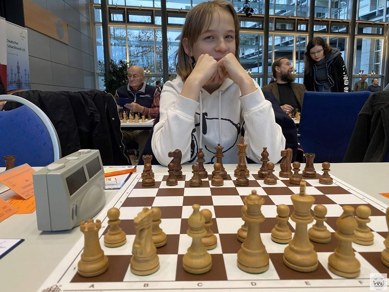 Malina vor dem Start der Runde 4 gegen Dieter Weczerek (SF Fallersleben)