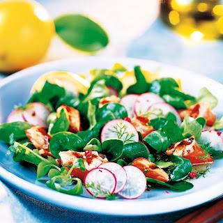 Salat mit gegrilltem Lachs