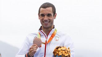 Jairo Ruiz con la medalla conquistada en los Juegos de 2016.