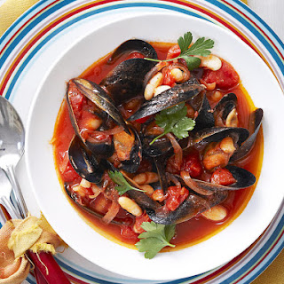 Mussels with Tomatoes and Cannellini Beans