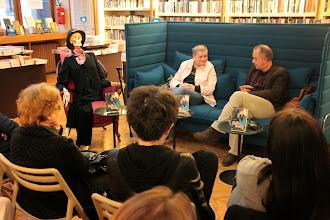 Photo: Evangelij po babici ali Zakaj brati v slovenščini? v Modrijanovi knjigarni. (Foto Manca Čujež)