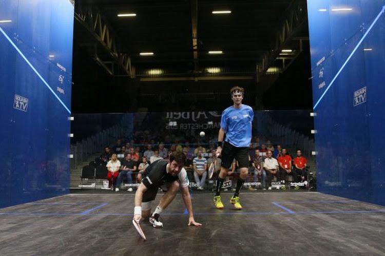 🎥 WAUW! Ex-nummer 1 in het squash stunt en schudt wonderbaarlijke rally uit zijn mouwen