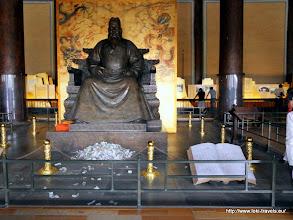 Photo: 2010-09-24. Bezoek aan de Ming Tombes. Keizer Changling.