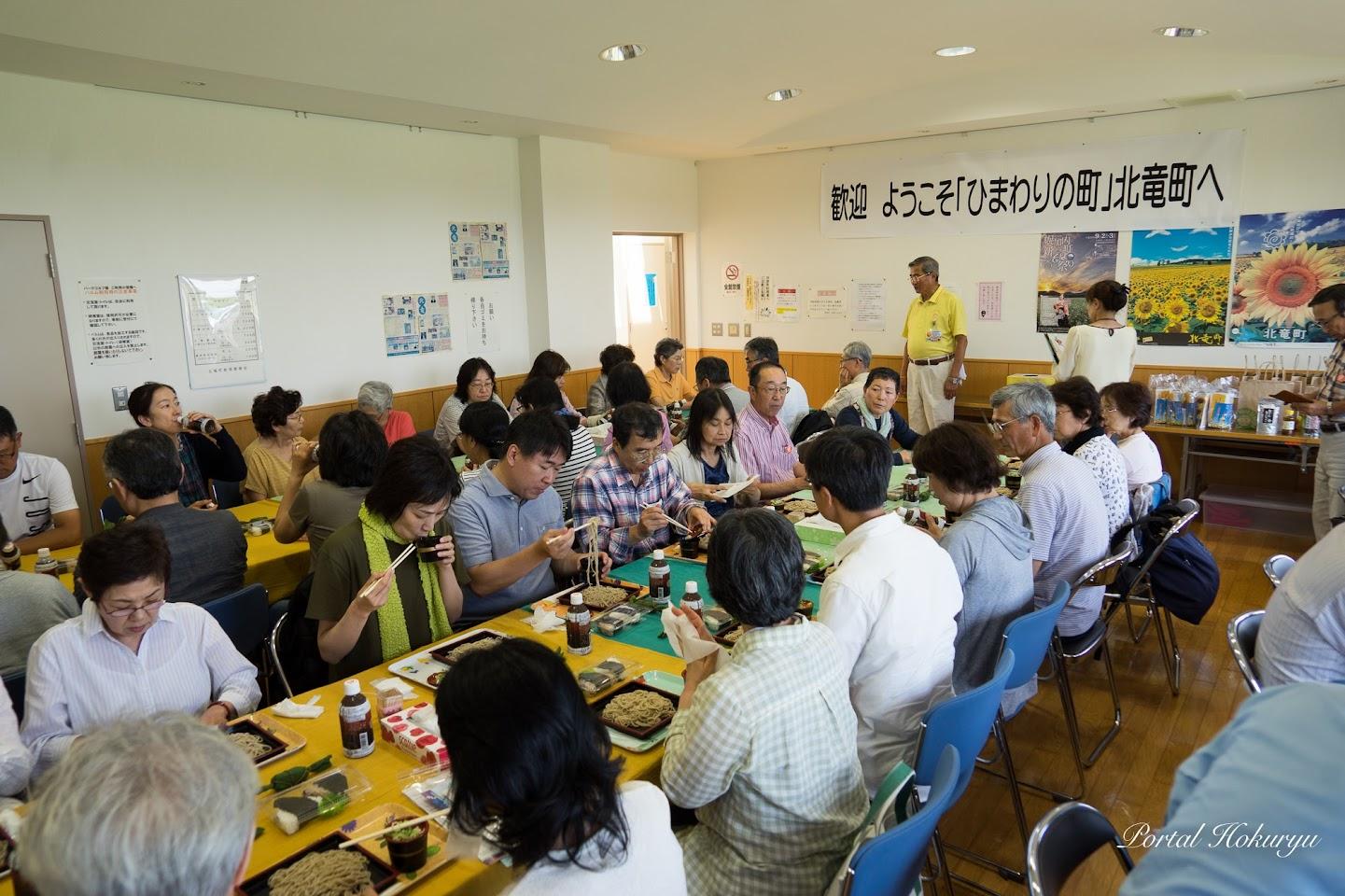 パルム内の会議室で昼食