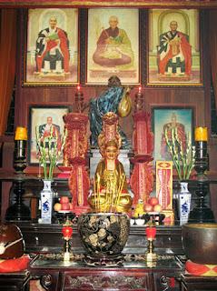 Bàn thờ lịch đại Tổ sư
