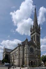 Photo: Panorama de l'église Saint-Etienne de Briare. Ce panorama est composé de 3 clichés verticaux assemblés avec le logiciel de montage dédié aux panorama Autopano Pro. Je me suis également servi du logiciel Photoshop. L'église a été bâtie avec un style romano-byzantin entre 1890 et 1895. A l'extérieur comme à l'intérieur, elle est recouverte d'émaux très colorés. A l'intérieur, la totalité du sol en est décorée. Les mosaïques représentant les signes du zodiaque sont admirables par la qualité du travail effectué.
