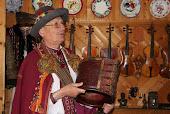 Музей гуцульских музичних інструментів Романа Кумлика