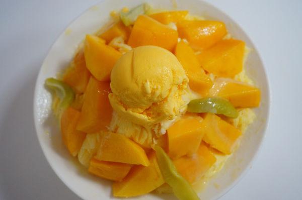 『有間冰舖』~芒果的故鄉,令人醉心的芒果雪花冰。『山裡來的果乾』~自家烘培,最佳伴手禮。