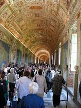 Photo: 020 Vatikaanin museon käytävällä.