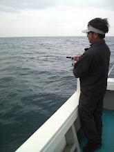 """Photo: 久しぶりの""""近海ジギング""""です! トップバッター""""さしかたさん""""にヒット!"""