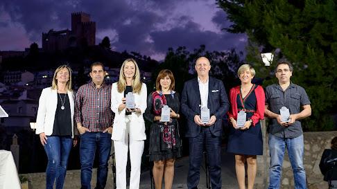 Los premiados en las cinco categorías, en la foto de familia