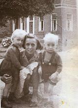 Photo: Lammechientje, Jannie en Jan Enting