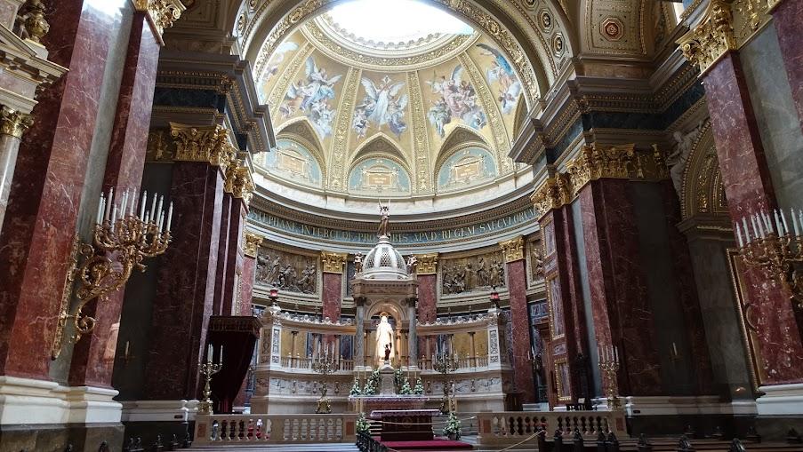 敞亮的聖壇
