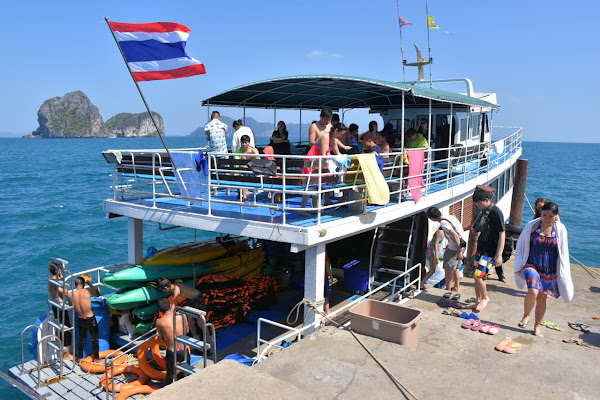 Cruise by tour boat with 2 decks to the southern islands of Koh Lanta