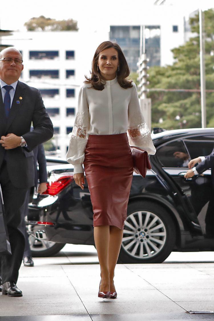ميغان ماركل VS الملكة ليتيزيا: إطلالات متشابهة بشكل عفوي أم مقصود؟