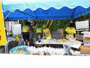 Photo: 食材カットの食材班 皆さんプロの手さばきでお仕事していました 4.食料供給担当 フラ(責任者) アやっち ナナ マァーちゃん ゆうちゃん レレ