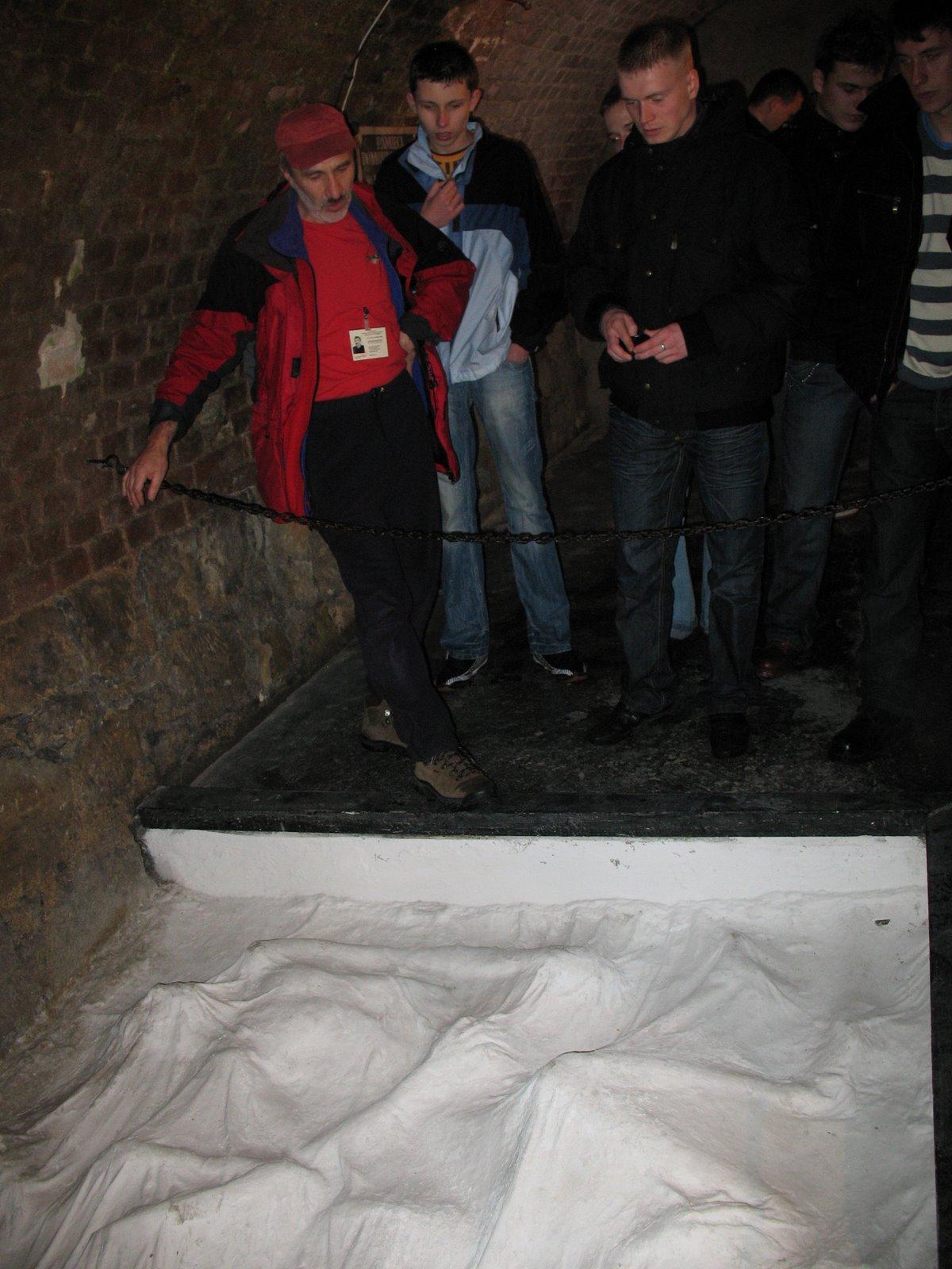 Photo: Twierdza kłodzka - mauzoleum ofiar II wojny światowej. W czasie II wojny światowej, w latach 1940-1943 twierdza była filią obozu Gross-Rosen, umieszczano w niej jeńców wojennych, dezerterów z armii niemieckiej oraz podejrzanych o działania na szkodę Rzeszy.