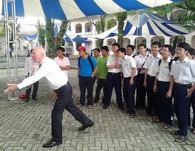 Photo: Australian Consul General, John McAnulty tries his hand at the Australian Education Trade Fair, HCMC with the Vietnam Swans.