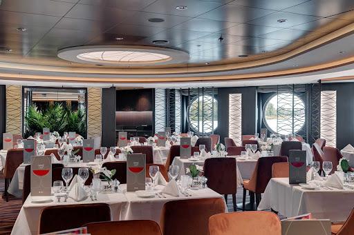 msc-seaview-golden-sand-restaurant.jpg - Golden Sand, the largest restaurant on MSC Seaview, serves Mediterranean and international dishes.