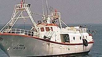 Embarcación de la flota marroquí en  imagen captada hace días pescando cerca del caladero almeriense de Alborán.