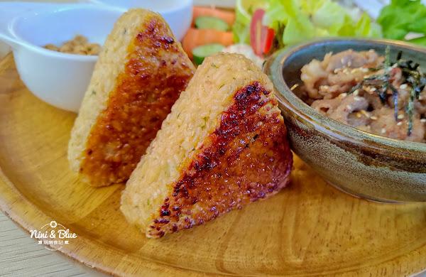如初日式朝午食咖啡   台中大坑早午餐、日式定食,推薦手作鮭魚飯糰
