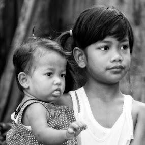 Parenting sister by Basuki Mangkusudharma - People Street & Candids ( sister, children, parenting )