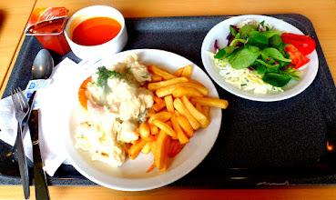 Photo: mijne menu tomatensoep, allelei groentjes, frietjes met videe, en chocolade pudding,   en da voor maar 6 euro