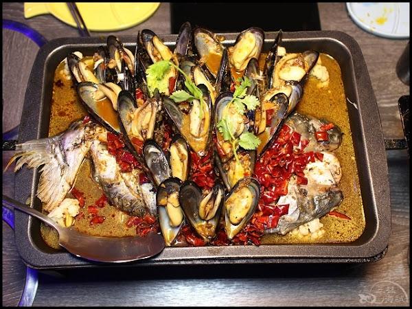 水貨 烤魚火鍋-新莊店~淡菜鮑烤魚,1公斤淡菜鮑+1份重慶豆花烤魚,一爐二吃!還有每日限量重慶手撕一隻雞!
