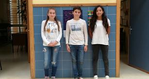 Mª de los Ángeles, Juan Ares y Mª París, como el resto de alumnado, comprometidos contra el acoso escolar.