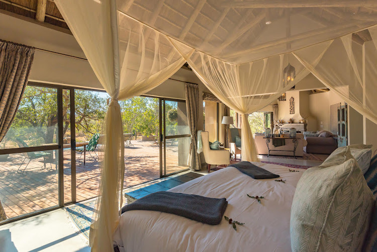 Thornybush River Lodge bedroom suite.