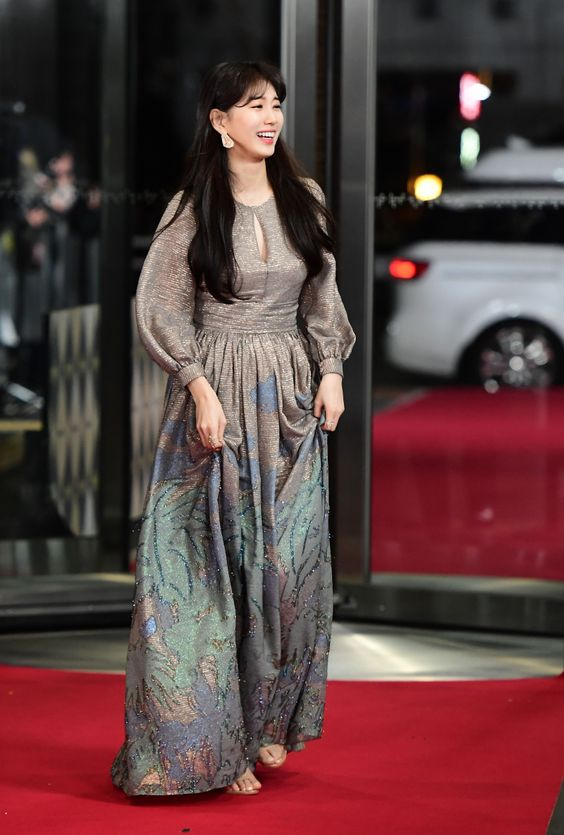 suzy gown 30