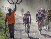 Van der Poel flitst in slotkilometer weg en pakt de overwinning in Strade Bianche