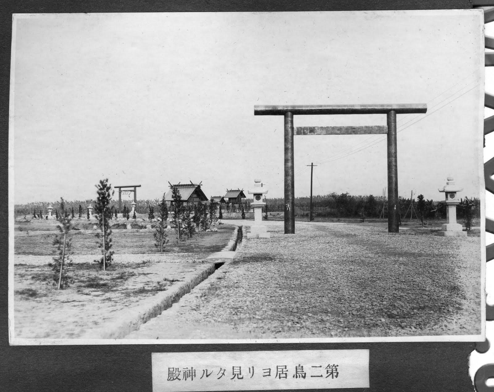 Photo: 第二鳥居及後方神殿