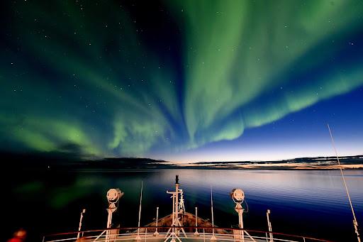 ponant-aurora.jpg - An aurora borealis seen off Victoria Island during a Ponant cruise.