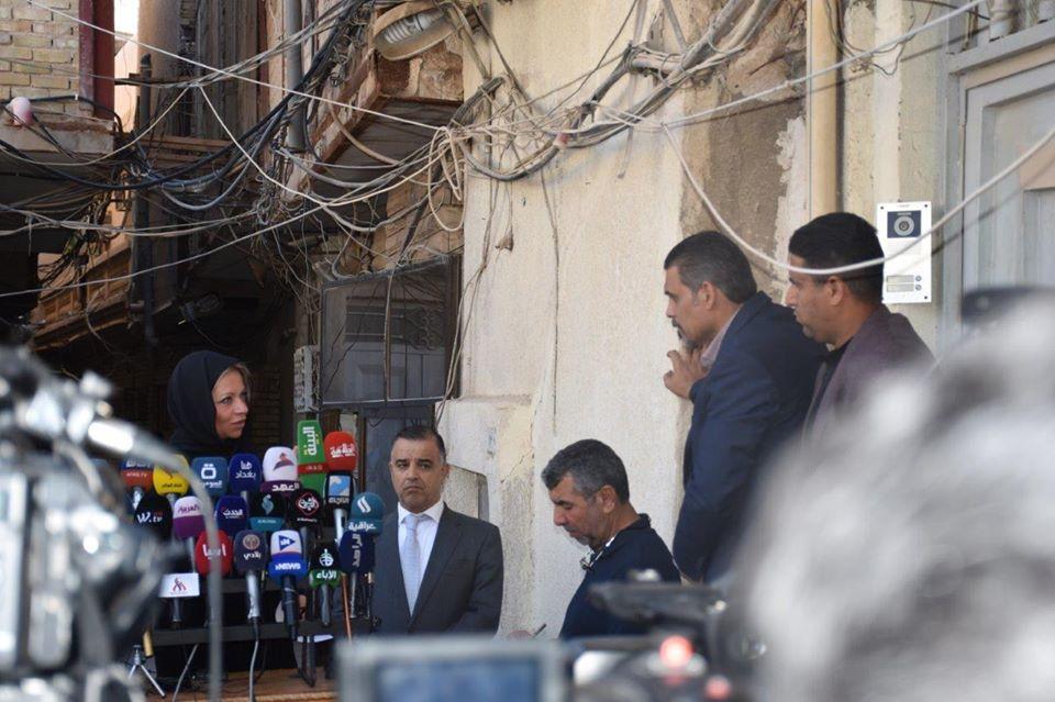 بلاسخارت خلال مؤتمرها الصحافي امام منزل السيستاني عقب اجتماعهما في النجف
