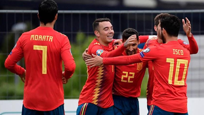 Celebración del gol de Navas.