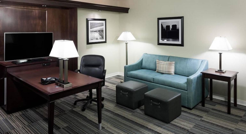 Hampton Inn & Suites Omaha-Downtown