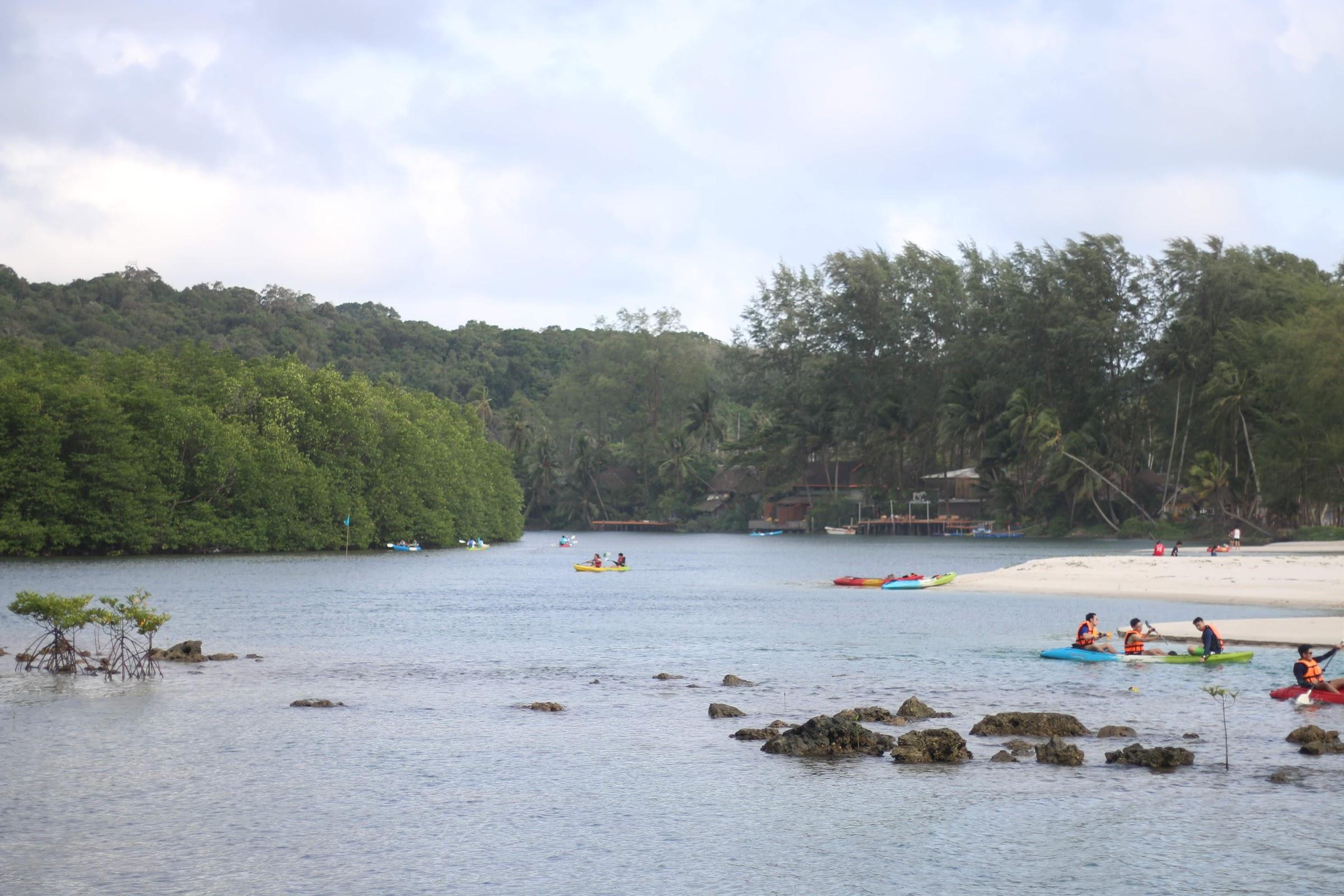 สามารถพายเรือแคนูได้ - หน้า Away Resort
