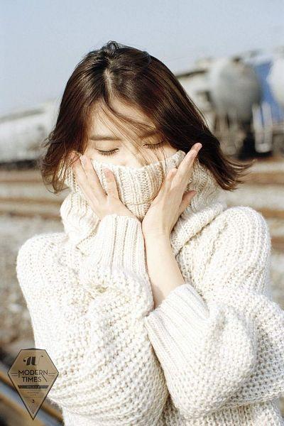 IU sweater 11