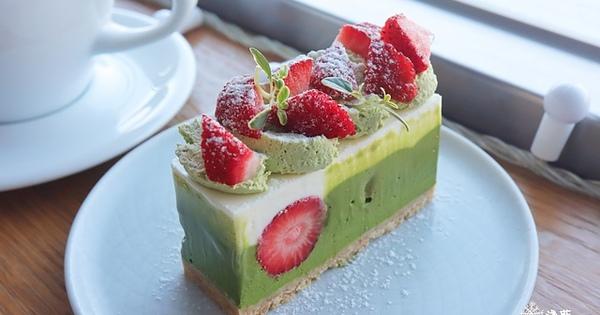 MKCR山小孩~季節限定,配色美麗的草莓抹茶起司蛋糕