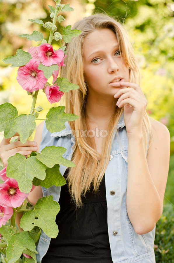 Girl and flower by Mykhailo Mykulyak - People Portraits of Women ( girl, nature, summer, beauty, evening, flower )