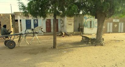 Photo: Sn5Ins0601-160206voie latérale pour attelage, dans village sympa, bus StL-Tanguel IMG_0709