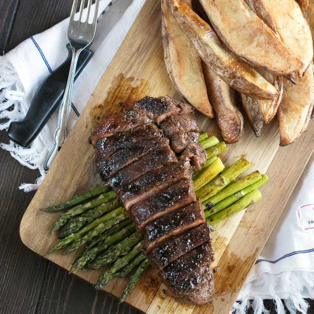 Spicy Bourbon Sugar Rubbed Strip Steak Recipe