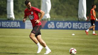 Pablo Marí entrenando con el Deportivo.