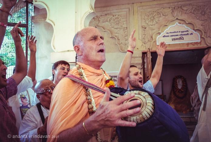 HH Indradyumna Swami -Kirtan at Srila Sanatan Goswami Samadhi