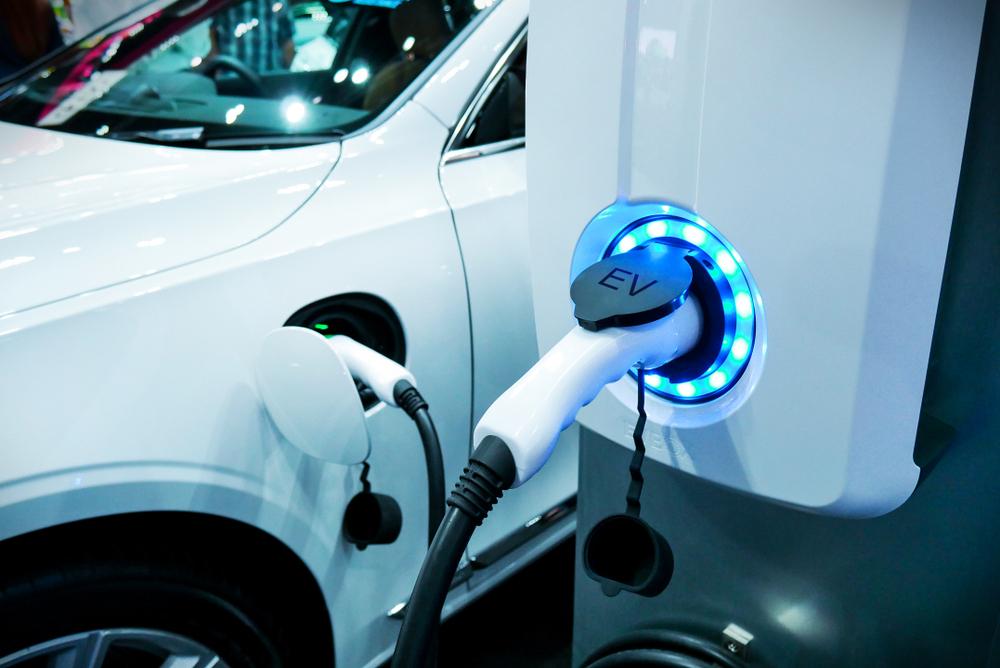 Alterações de normas na UE podem tirar o rótulo de veículo sustentável de alguns híbridos em 2026. (Fonte: Shutterstock)