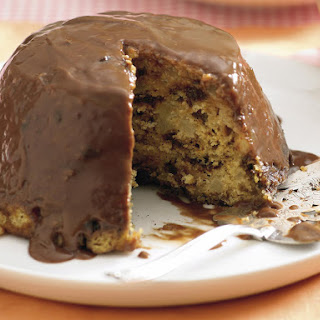 Spicy English Steamed Pudding with Chocolate Sauce